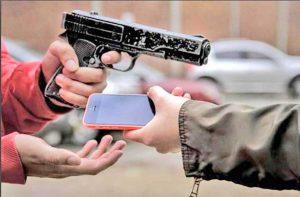 robos arma celular manos