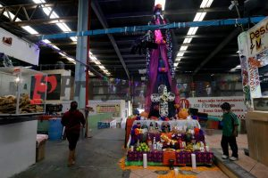La catrina monumental Elia mide 6 metros de altura y pesa más de 200 kilos, y la puedes visitar en el Mercado Independencia de la ciudad de Puebla