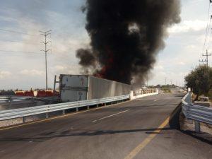 incendio trailer huejotzingo xalmimilulco