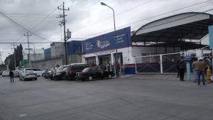 Familiares llegan a Infra del parque industrial 2000 en la ciudad de Puebla